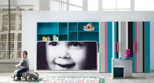 Habitación infantil actual con litera personalizada.Visión con la cama plegada.
