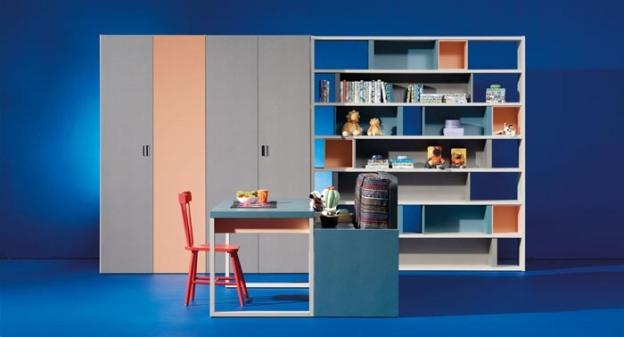 Litera horizontal Blink que, a parte de incorporar dos arcones ideales para mantener el dormitorio juvenil ordenado, hace la función de cama y de sofá. Es un dormitorio juvenil ideal para las necesidades actuales.